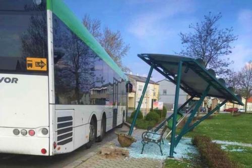 Fahrbahnreinigung nach Verkehrsunfall im Ortsgebie