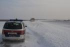 LKW steckt in Schneewechte